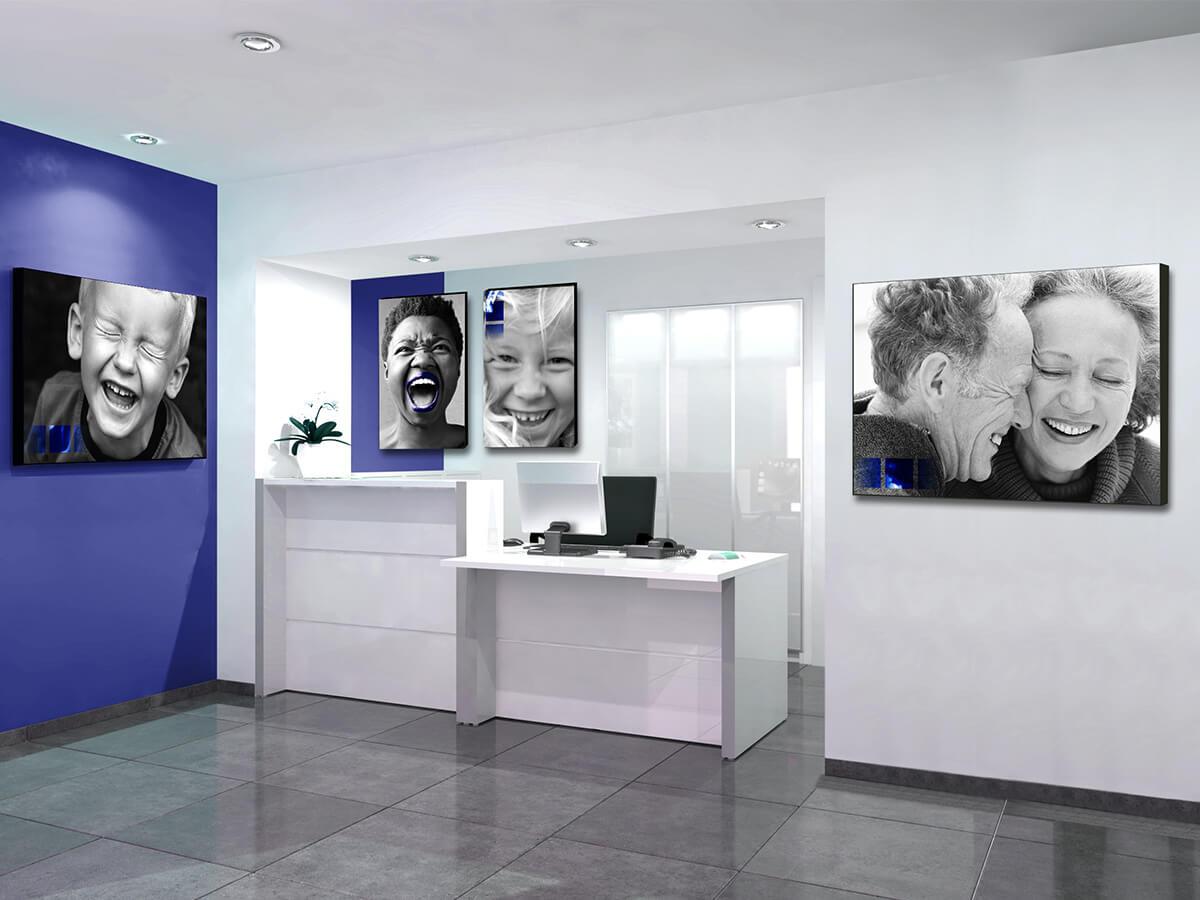 Cadres sourires pour décorer un cabinet d'orthodontie - Vue 2